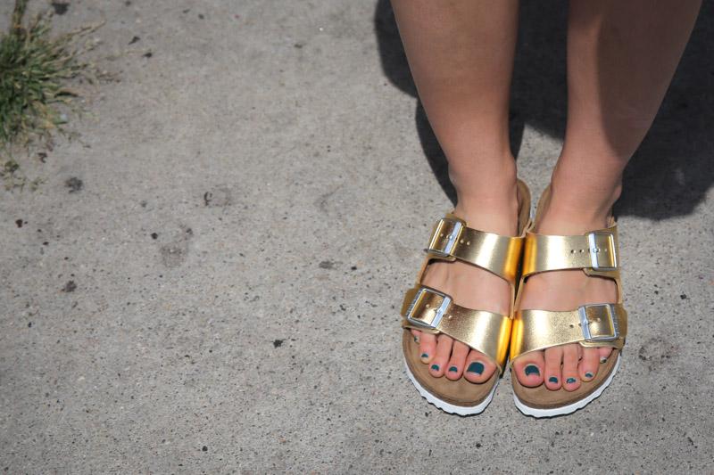 cameo palm print dress gold birkenstocks chloe sunglasses-2